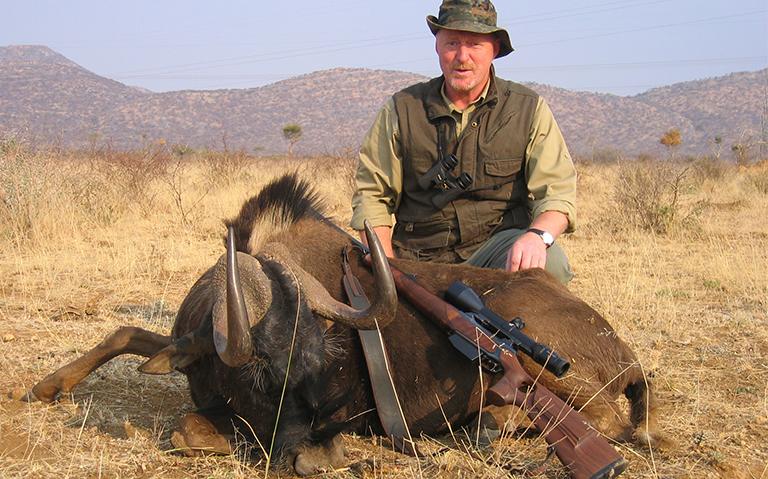 Black-wildebeest-hunting